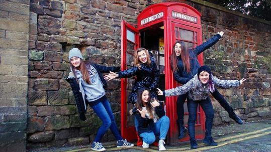 5Angels jsou právě na britském turné.