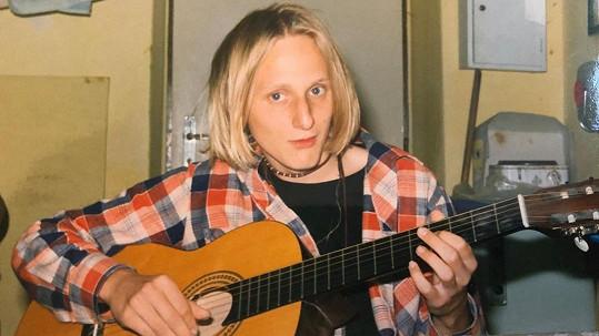Tady to ještě vypadalo, že má před sebou kariéru muzikanta.