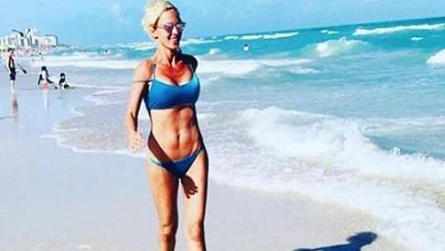 Zuzana Belohorcová na pláži v Miami