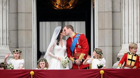 Další hubičky si mohou Kate s Williamem vyměňovat v Náchodě.