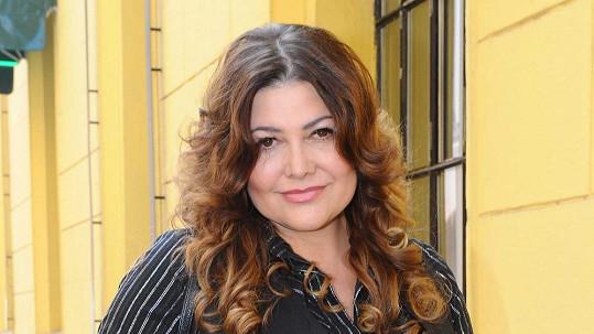 Ilona Csáková si k dlouhým vlasům prý dopomohla.