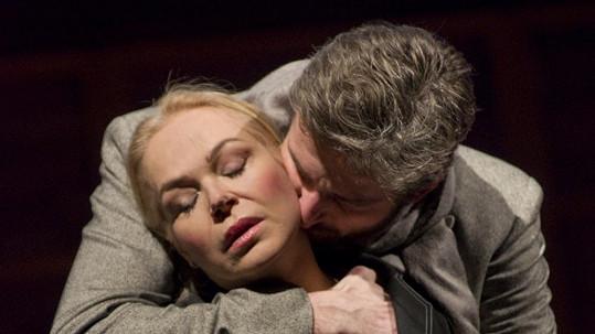 Dagmar Havlová a Roman Zach ve hře Rebeka.