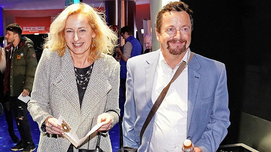 Michal Viewegh vyrazil s mladou přítelkyní do kina.