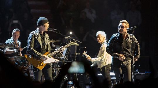 Kapela U2 zavzpomínala na zesnulého manažera.