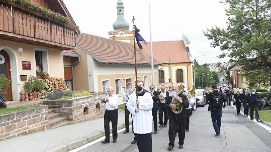 Libuši Šafránkovou na poslední cestu vyprovodila rodina a mnoho přátel.