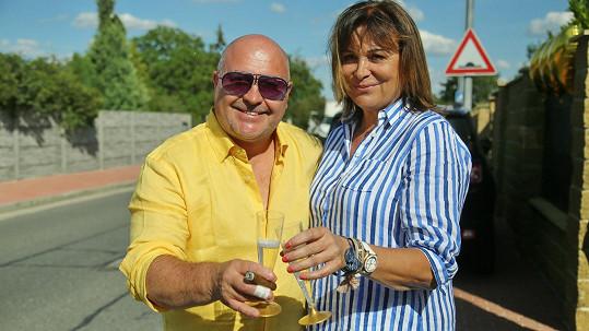 Michal David s manželkou Marcelou na oslavě narozenin