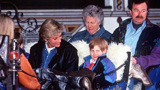 Olga Powell (vzadu) s princeznou Dianou a malými princi v roce 1994.