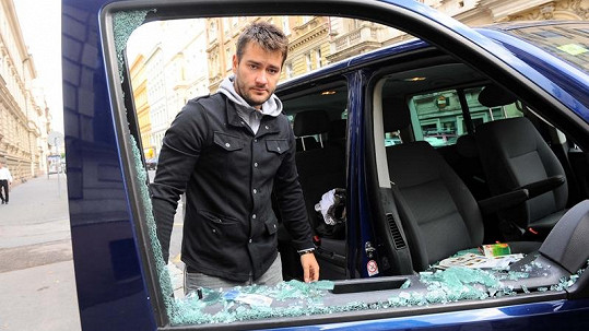 Marek Ztracený má vykradené auto.