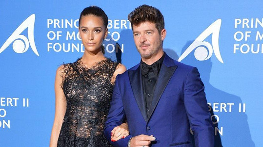 Robin Thicke s přítelkyní April Love Geary