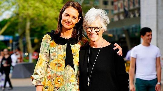 Katie Holmes s matkou Kathleen Stothers-Holmes