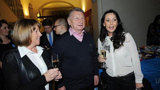 Josef Dvořák s manželkou Jájou (vlevo) a Heidi Janků