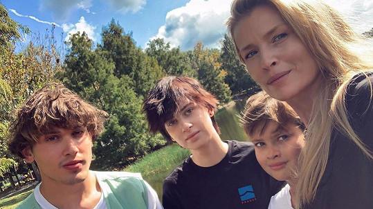 Yanick, Ella a Paul Henry s maminkou Danielou Peštovou (zleva)