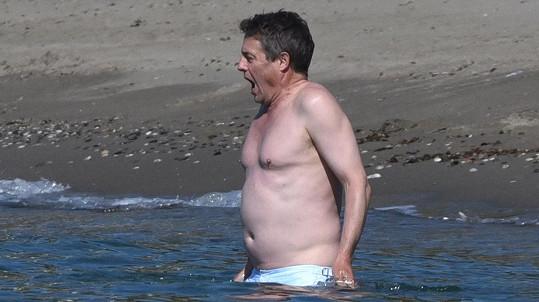 Hugh Grant má raději teplejší moře...