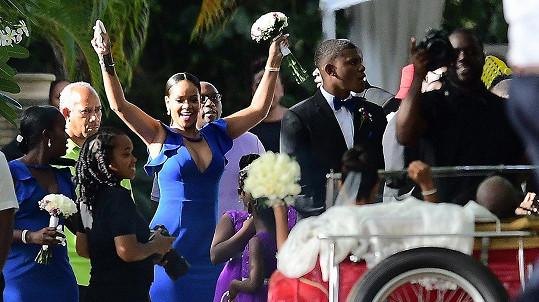 Rihanna na svatbě kamarádky