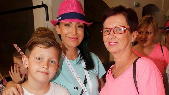 Gabriela Partyšová se synem a maminkou (vpravo)