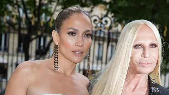 Jennifer Lopez vypadala vedle Donatelly jako její vnučka.