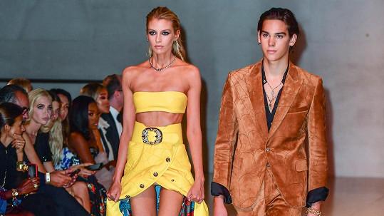 Paris Brosnan a Stella Maxwell předváděli na charitativní akci Fashion For Relief.