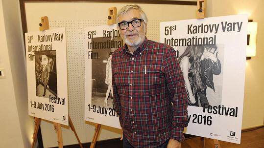 Jiří Bartoška se po karlovarském festivalu vrací do divadla.
