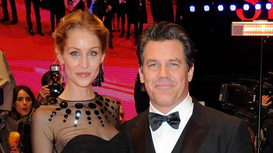 Josh Brolin s manželkou Kathryn Boyd