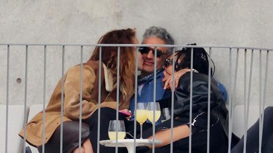 Rita Ora v milostné trojce