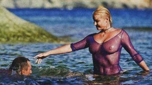 Anastasija Voločkova předvedla, co skrývá pod tričkem.