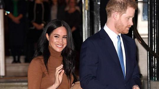 Harry a Meghan svým rozhodnutím zaskočili veřejnost i příbuzné.