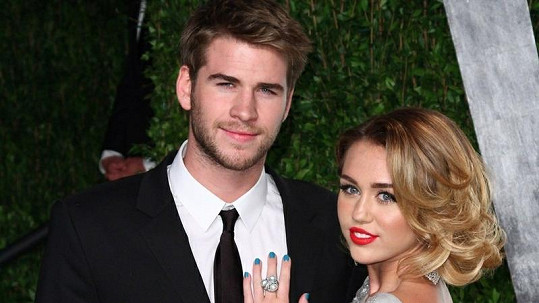 Miley Cyrus s Liamem Hemsworthem.
