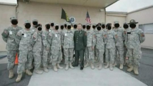 Číňan si v USA vytvořil falešnou armádní jednotku