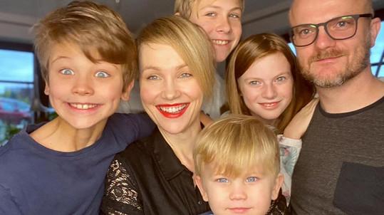 Vlastina Svátková ukázala fotku celé rodiny.