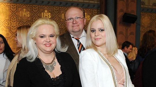 Ornella Štiková s rodiči.