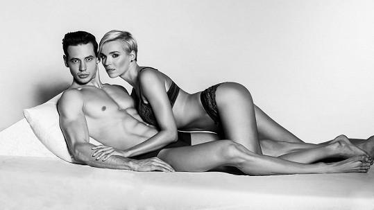 Hana Mašlíková a Michal Gajdošech jako českoslovenští Beckhamovi.