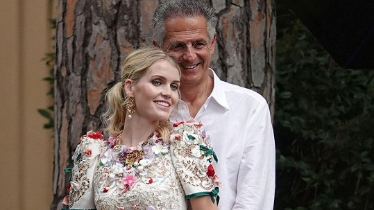 Lady Kitty Spencer a Michael Lewis po svatbě během novomanželského focení
