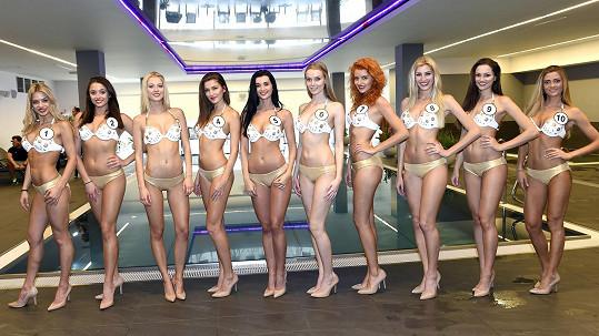 Dívky se předvedly v plavkách už několik dní před finále.