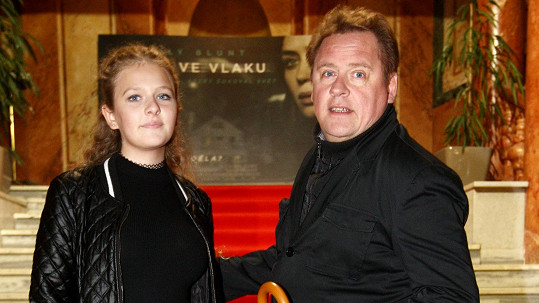 Václav Kopta s dcerou na premiéře v Lucerně