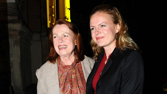 Iva Janžurová s dcerou Theodorou, která ji brzy znovu udělá babičkou.