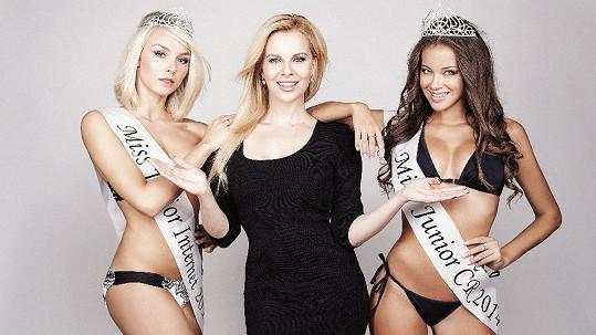 Kateřina Kristelová s vítězkami Miss Junior 2014