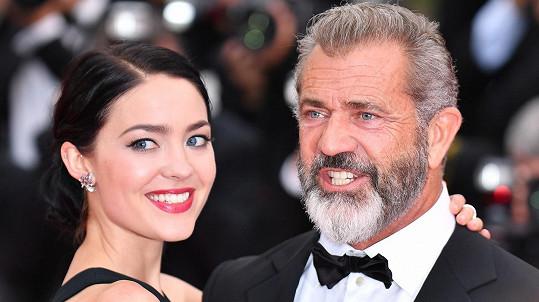 Mel Gibson a Rosalind se těší na miminko.