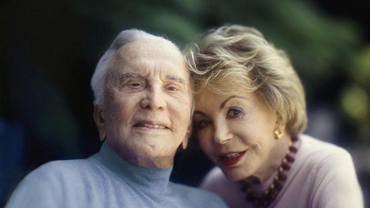 Kirk Douglas s manželkou Anne.