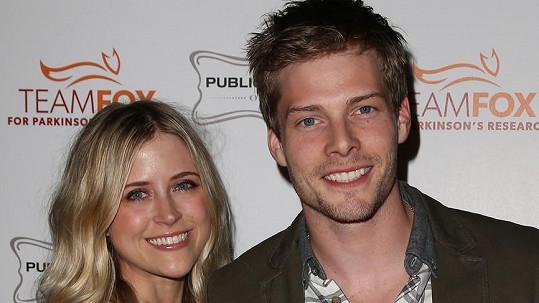 Hunter Parrish a Kathryn Wahl už tvoří manželský pár.