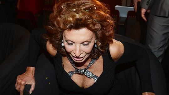 Sophia Loren stále provokuje muže všech generací.