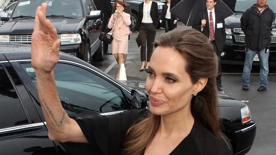 Angelina nebezpečně hubne.