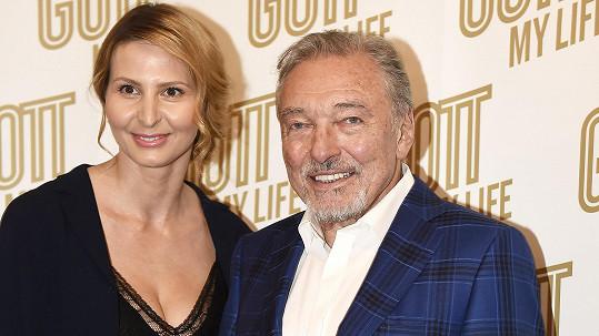 Ivana Gottová na archivním snímku s Karlem Gottem
