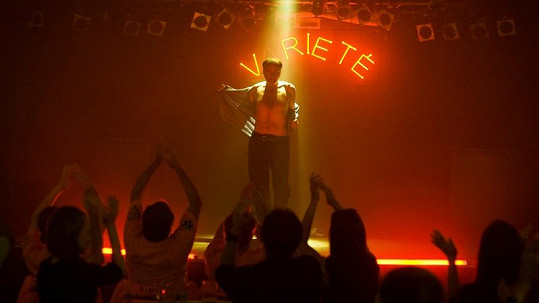 Igor se na pódiu tvářil jako profík.