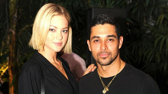 Wilmer Valderrama se snoubenkou Amandou Pacheco