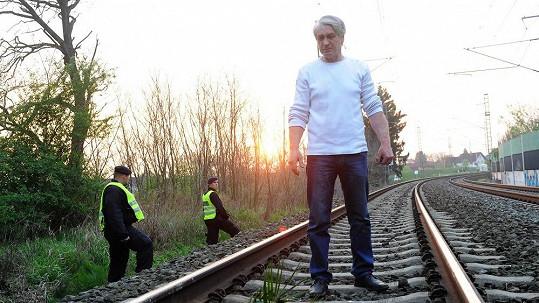 Josef Rychtář pózoval na místě smrti Ivety Bartošové.