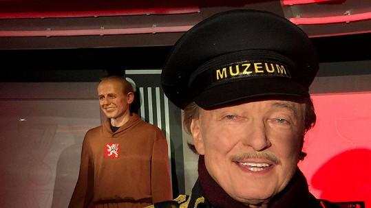 Karel Gott jako hlídač v muzeu