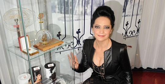 Lucie Bílá, která místo Hany Zaňákové převzala prezidentskou medaili.