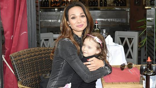 Gabriela Dvořáková s dcerou