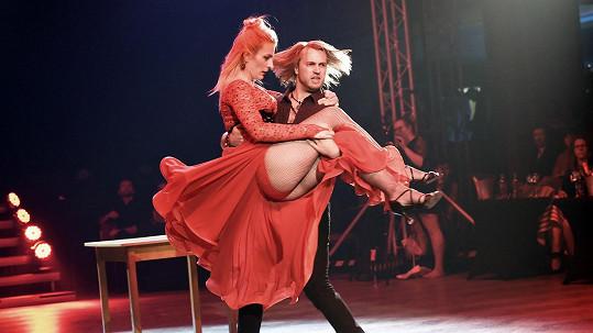 Anna Polívková a Michal Kurtiš tančili tango.