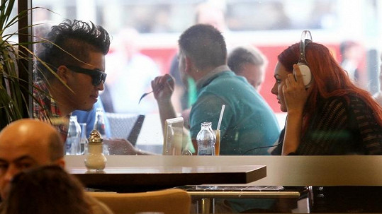 Marcus a Ewa na tajném rande.